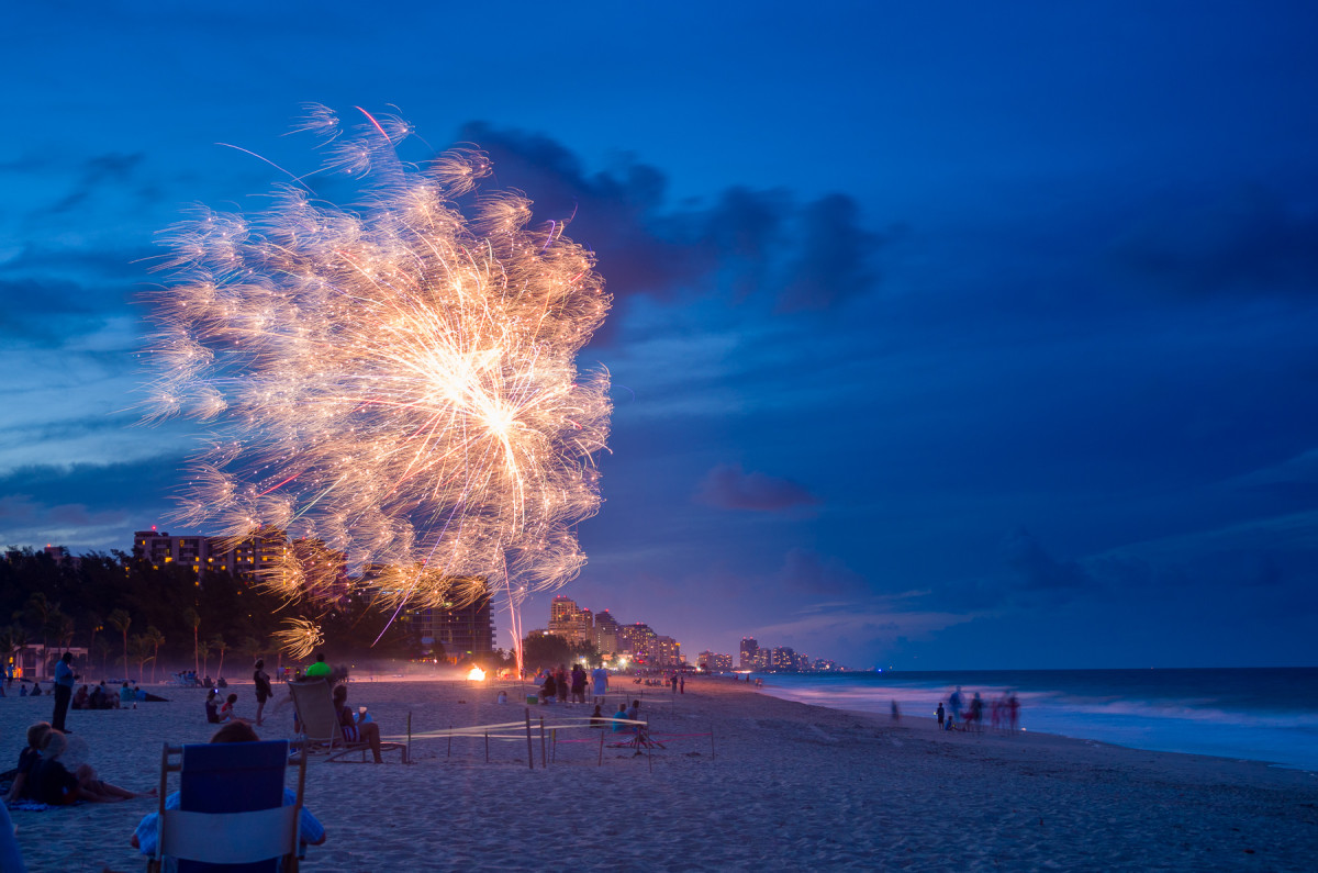 Amateur fireworks, Fort Lauderdale Beach Leica X Vario (Typ 107), 28-70mm @ 51mm, 4 sec @ f/5.2, ISO 100, tripod