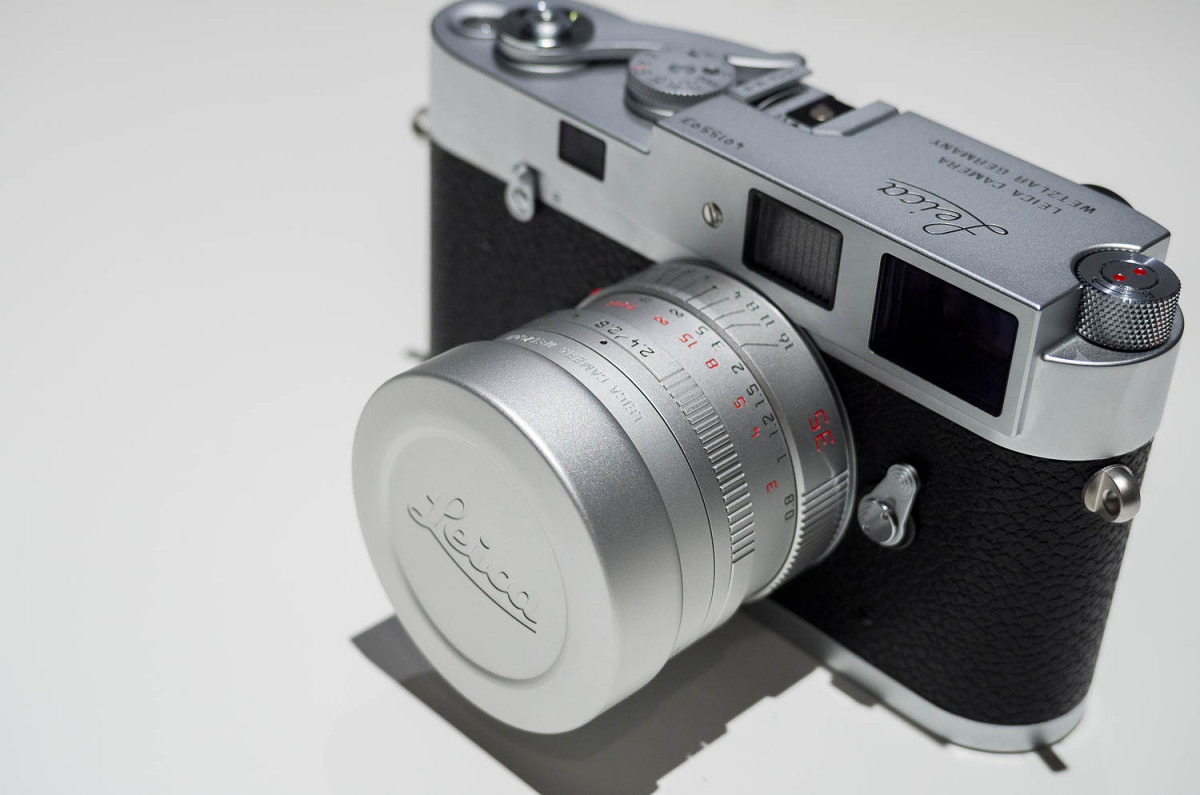 The cap fits over the new Summarit metal lens hood and the lens by itself