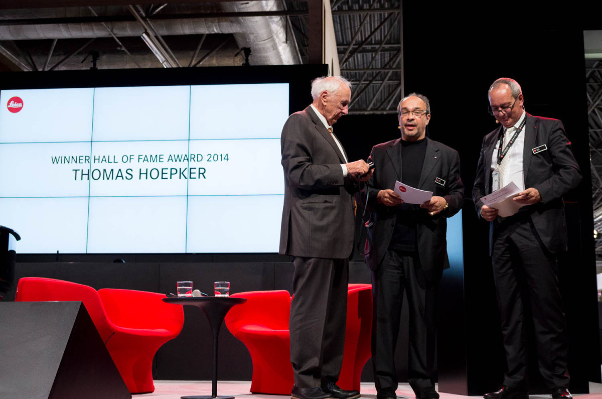 CEO Alfred Schopf and Dr. Kaufmann present Hoepker with a camera and 25,000 Euros