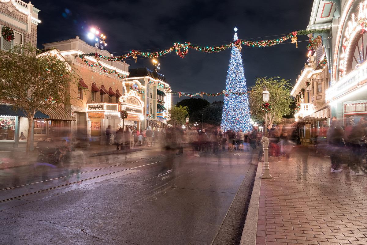 Christmas at Disney. 4 sec, f/5.6, ISO 200