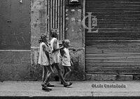 girls-strolling-in-havana
